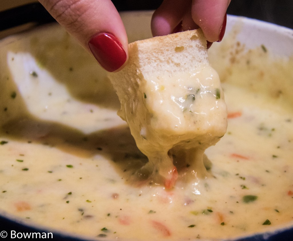 bread dipped in fondue 20151224-_MG_3574.CR2